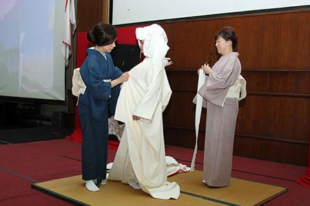 Menelusuri Sejarah Kimono Di Workshop Kimono Universitas Al Azhar Indonesia