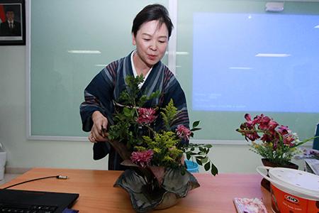 "Workshop Seni Merangkai Bunga Jepang ""Ikebana"""