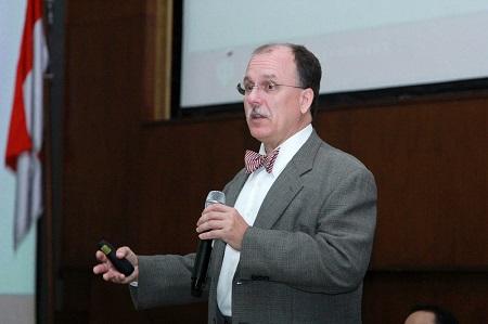 Mengenalkan Open Science Kepada Mahasiswa UAI Bersama Kevin L.Ladd