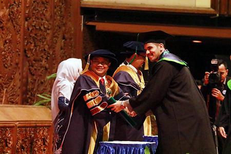 Wisuda XXII Universitas Al Azhar Indonesia Luluskan 311 Mahasiswa