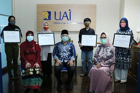 Penyerahan Beasiswa PT. Pupuk Indonesia Holding Company Kepada Mahasiswa Universitas Al Azhar Indonesia Terdampak Covid-19